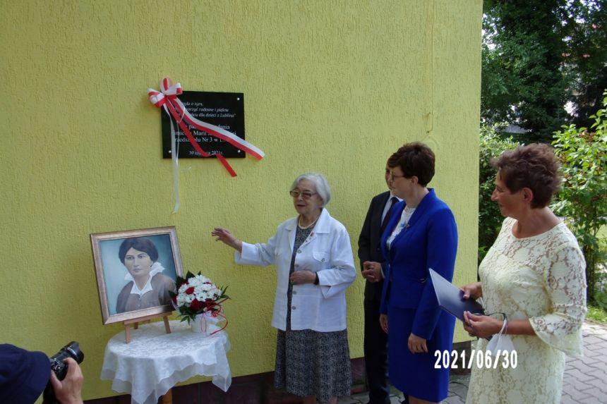 Odsłonięcie pamiątkowej tablicy przez Panią Krystynę Mrugalską wnuczkę Marii Jankowskiej