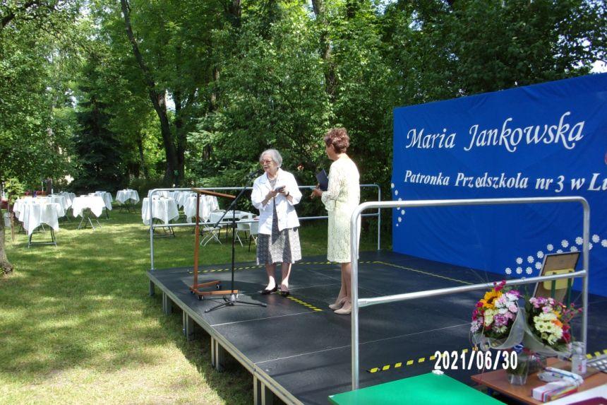 Przekazanie przez Panią Krystynę Mrugalską na ręce Pani Dyrektor Przedszkola nr 3 ksiązki z prywatnej biblioteki Marii Jankowskiej