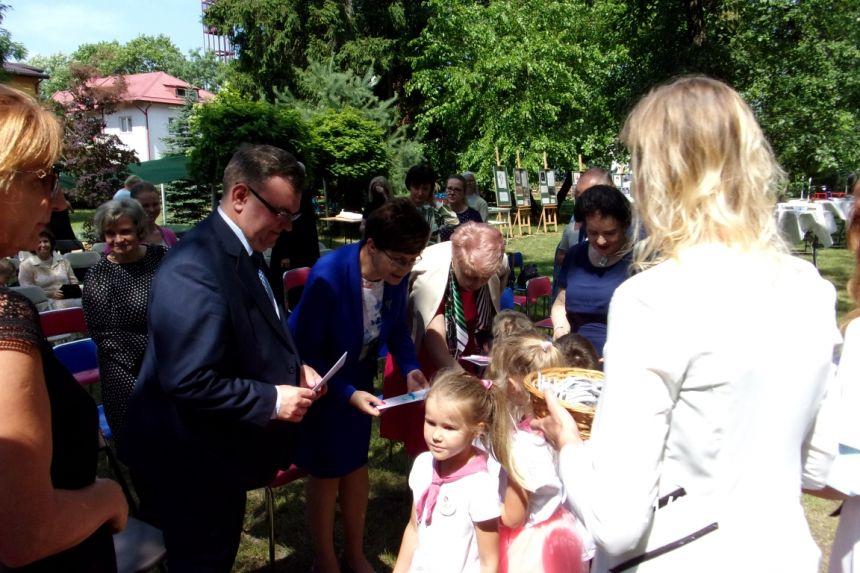 Wręczenie przez Dzieci z Przedszkola nr 3 w Lublinie podziękowań przybyłym gościom